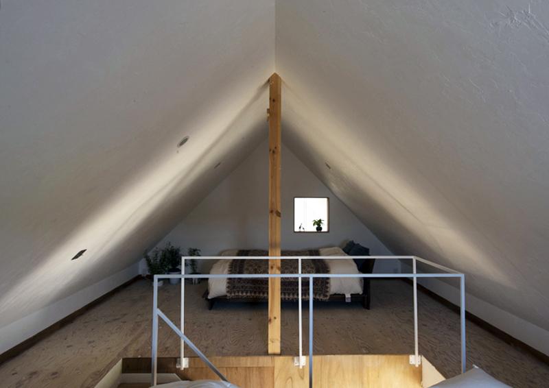 casa a forma di casa, in Giappone