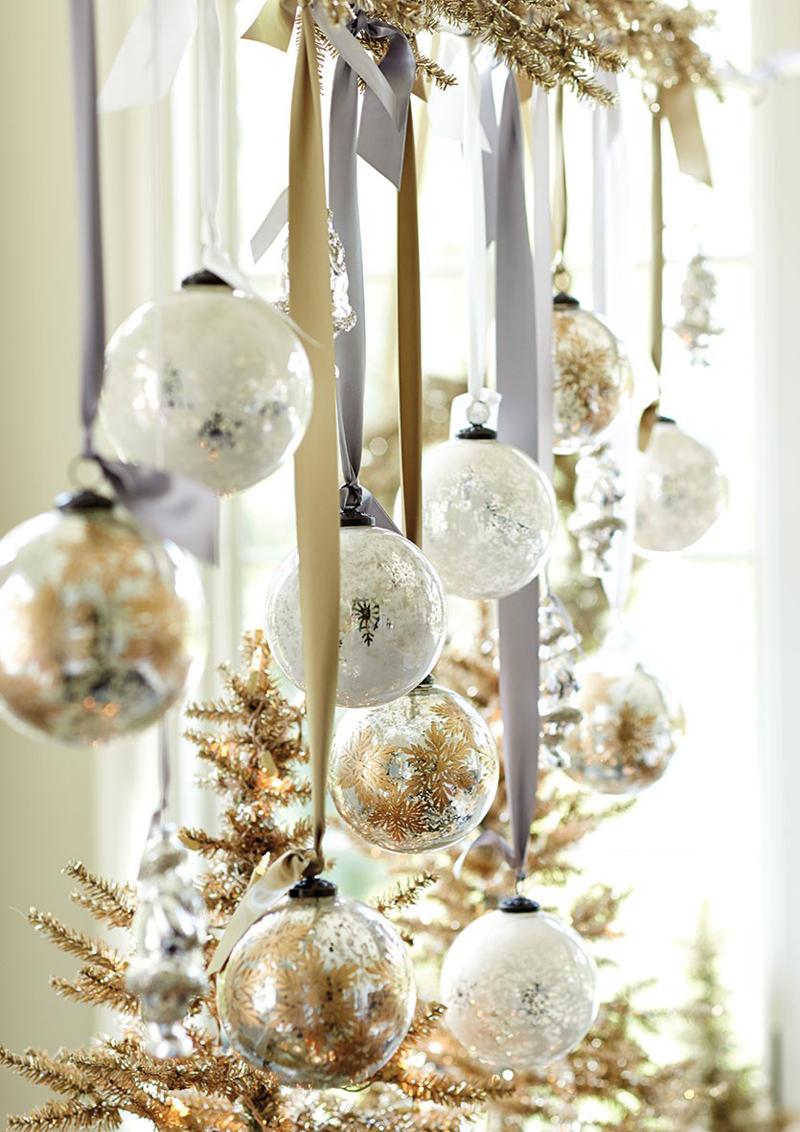 vesti la casa di oro Natale