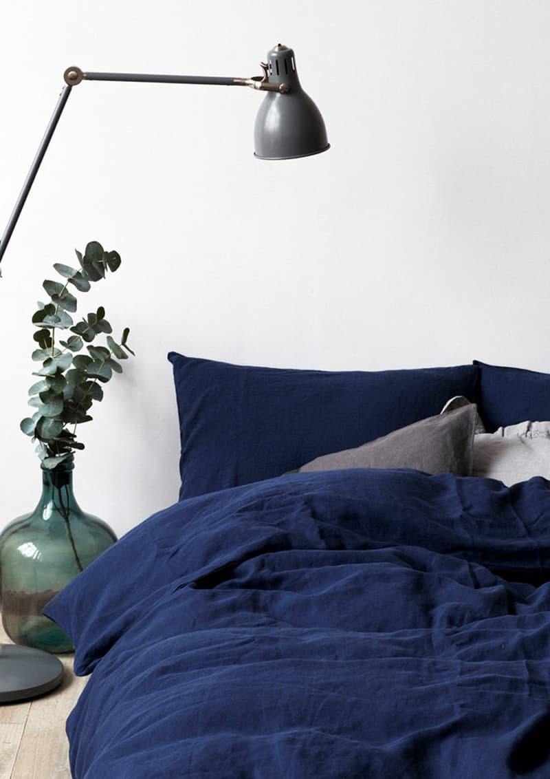 t-shirt e pareti bianche: sfondi per il colore