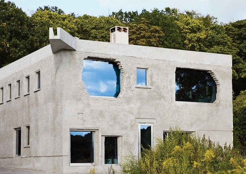 pareti effetto cemento in soggiorno