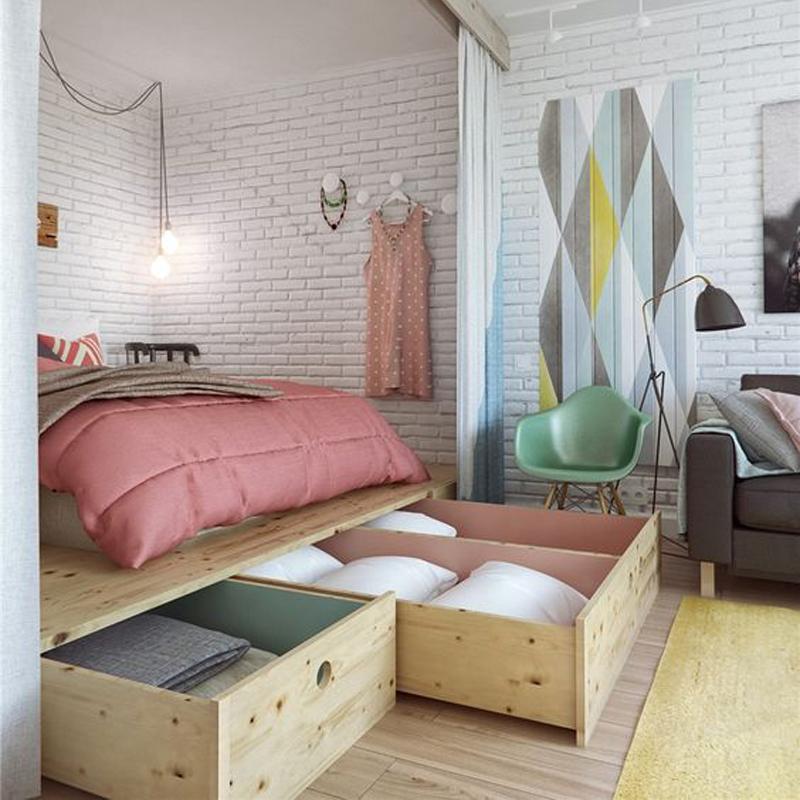 letto su pedana: al di sotto della base in legno per il letto possono essere ricavati cassettoni e vani per riporre la biancheria