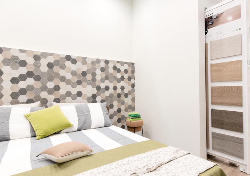 Vista al cersaie testiera del letto in ceramica design - Spalliere da letto ...