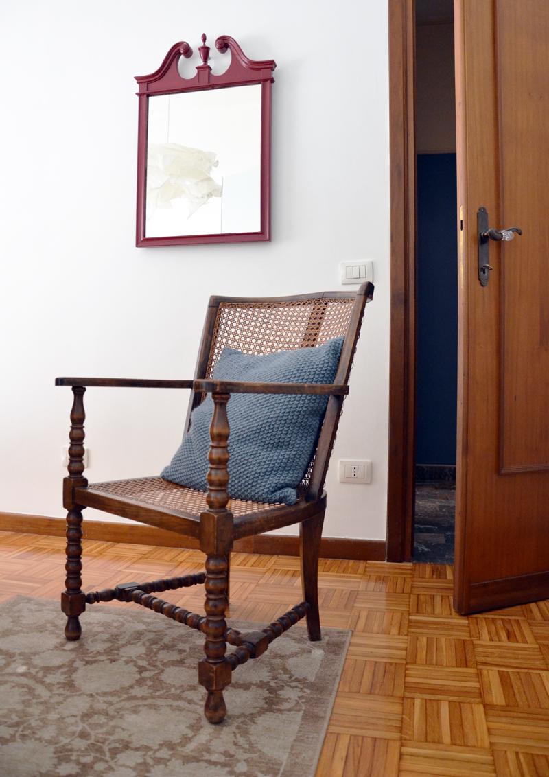 restyling camera da letto | poltroncina in paglia di Vienna per la zona spogliatoio