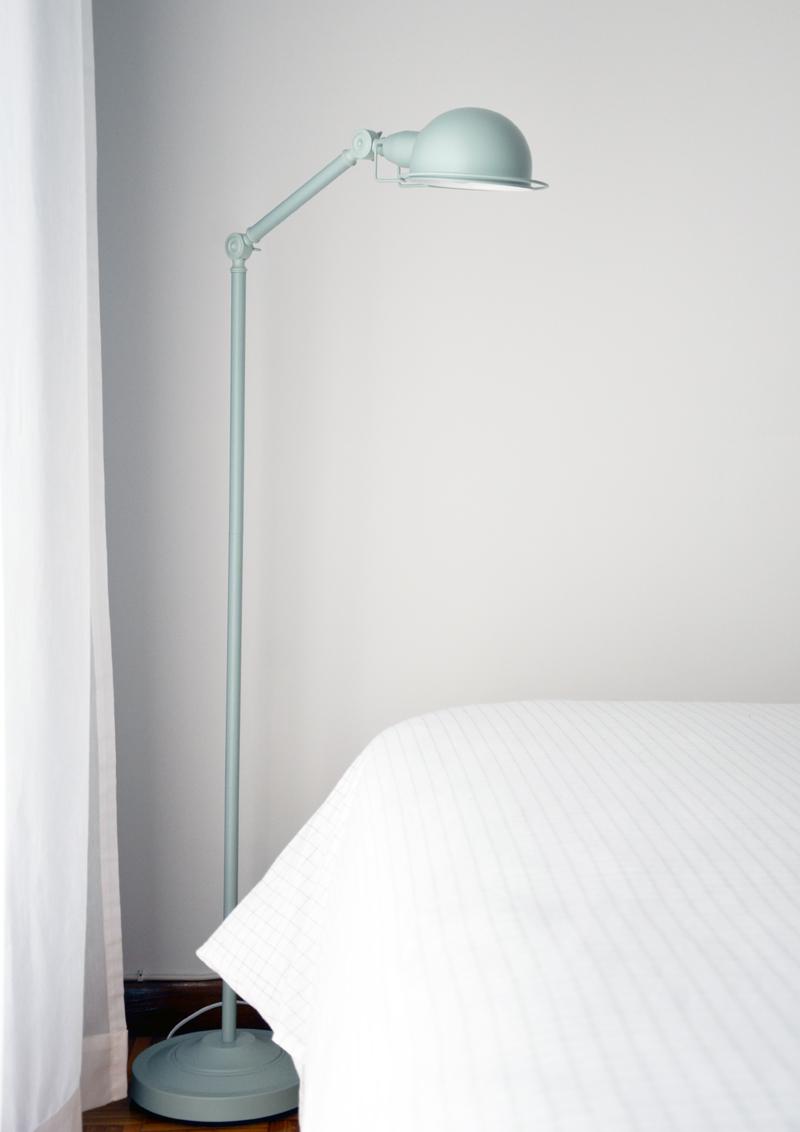 restyling camera da letto | lampada da terra Jenkins di MADE.com