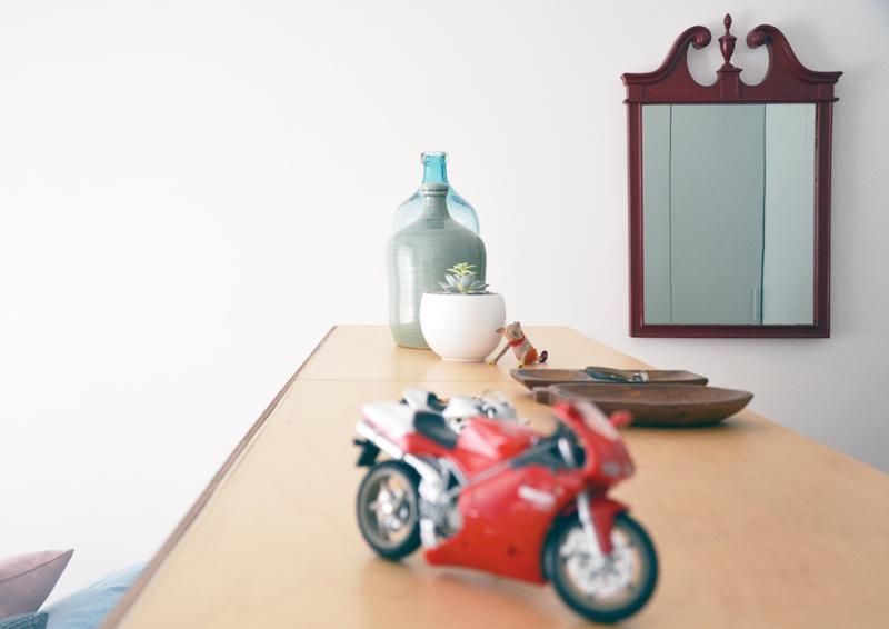 restyling camera da letto | il ripiano delle cassettiere