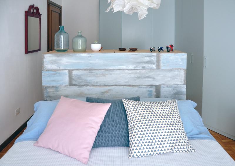 restyling camera da letto | la coppia di cassettiere che divide in due zone la camera