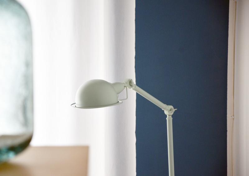 restyling camera da letto | lampada Jenkins con corpo orientabile e modellabile