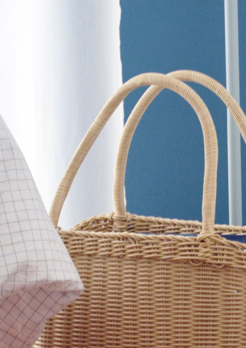 restyling camera da letto | un comodino unconventional: il mio cesto di vimini con manici!