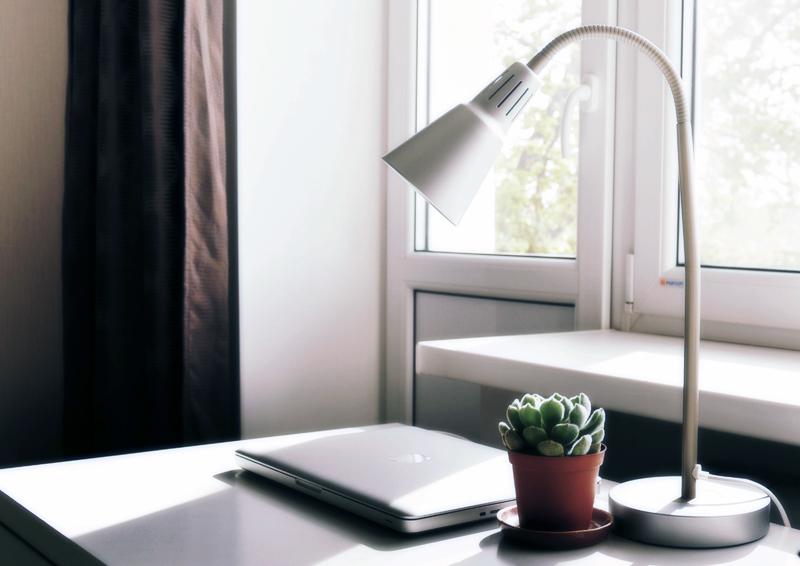 lavorare da casa | lampada a prova di relax visivo