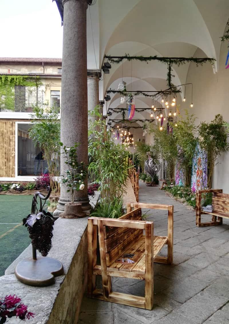 Officina dell'Abitare e dello Stile a Brera: laboratorio artigianale in una scenografia barocca