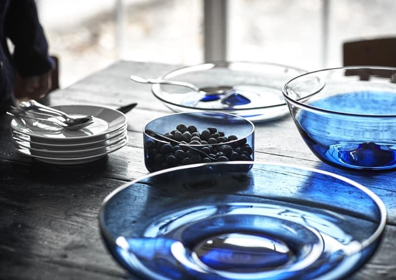 blu, rosso e rattan per la nuova collezione Stockholm di Ikea