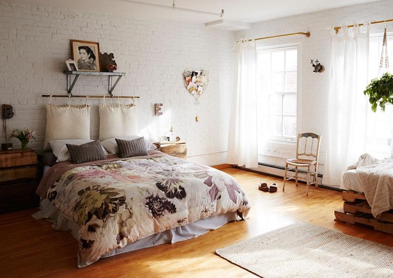 Testiera di design per chi ama leggere a letto design outfit for Copri testata letto ikea
