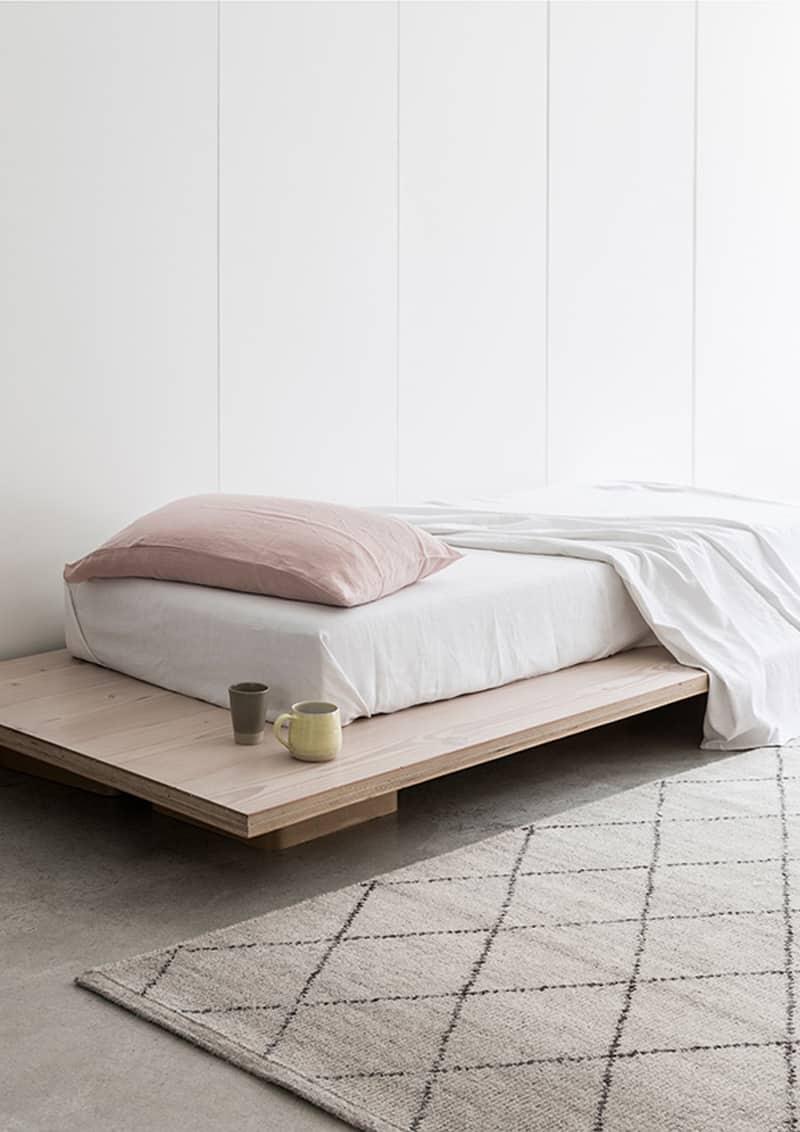 Letti Matrimoniali Con Cassetti Laterali letto su pedana   idee salvaspazio per la camera da letto