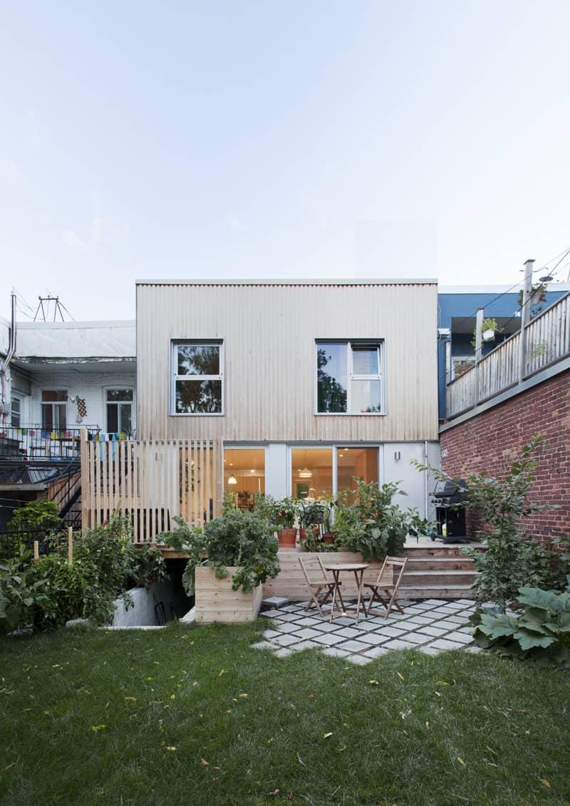 il giardino della casa di Appareil a Montréal e la facciata sul retro