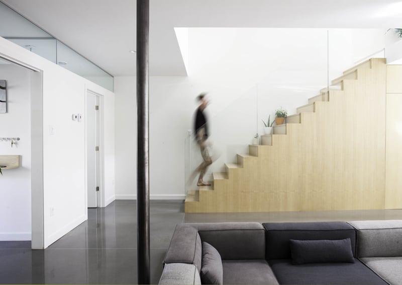 la scala di accesso al primo piano