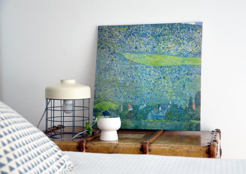 restyling camera da letto | il baule / comodino con la lampada Arthur di MADE.com