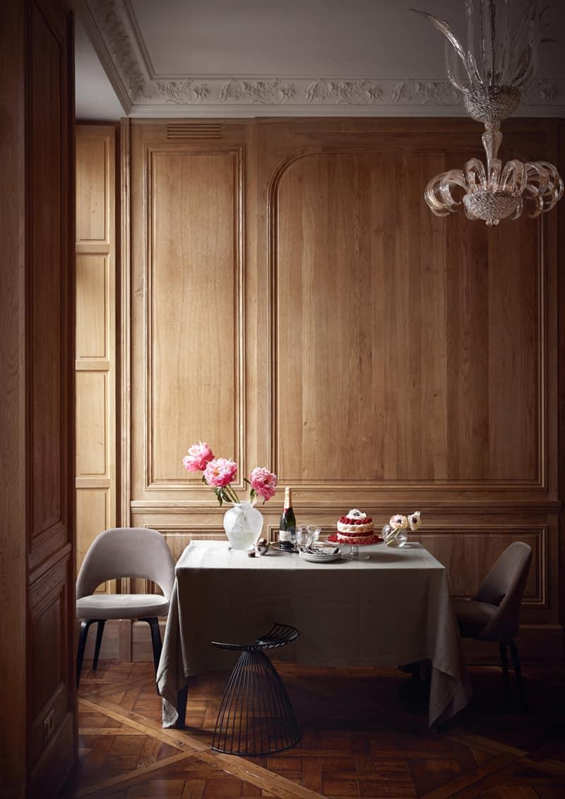 appartamento romantico a Parigi | l'angolo pranzo accanto alla finestra