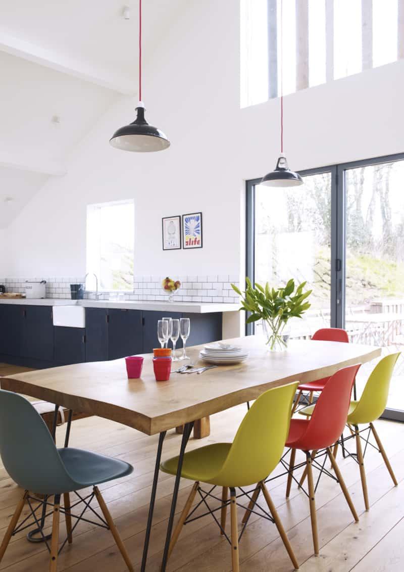 sedie diverse intorno al tavolo | il bello del mix&match ...