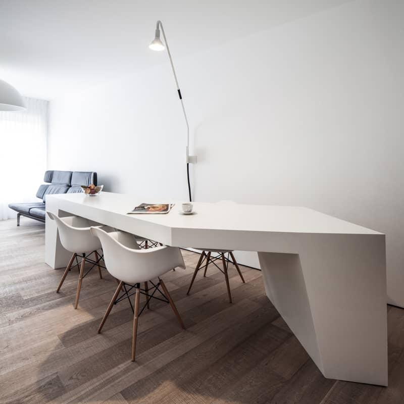 casa accessibile | percorsi fluidi e mobili sagomati per rendere i ripiani facilmente raggiungibili