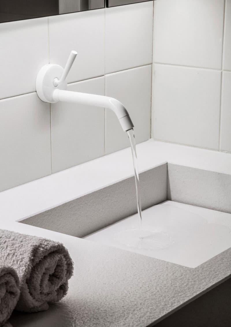 casa accessibile | rubinetto ergonomico per il lavabo del bagno