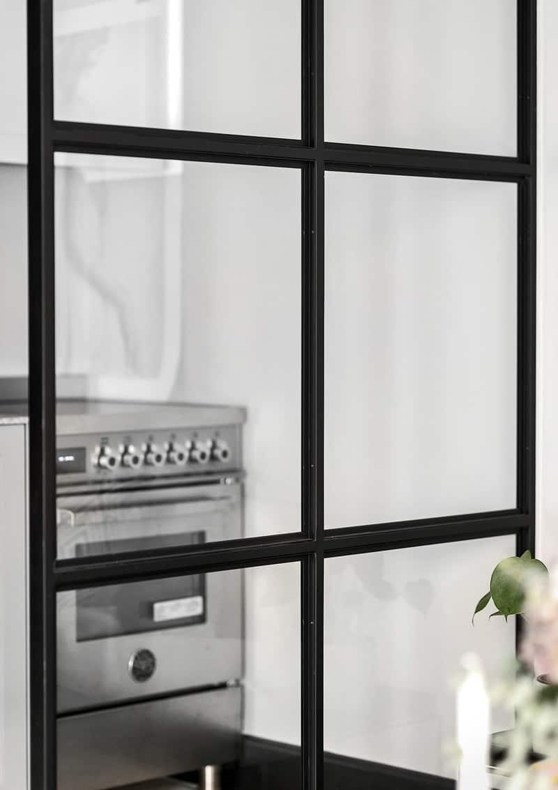 cucina semi - aperta sul soggiorno | fotografia Patrik Jakobsson via Alexander White