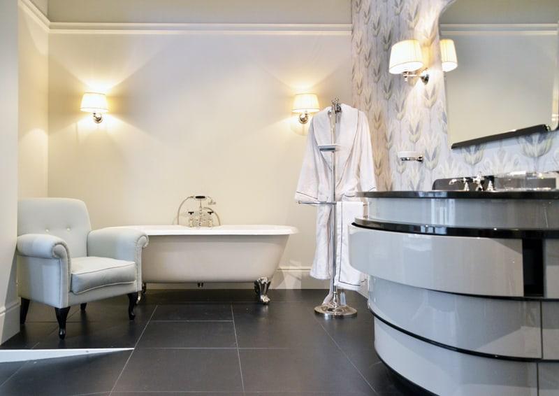 bagno classico contemporaneo: Devon&Devon a Cersaie 2018