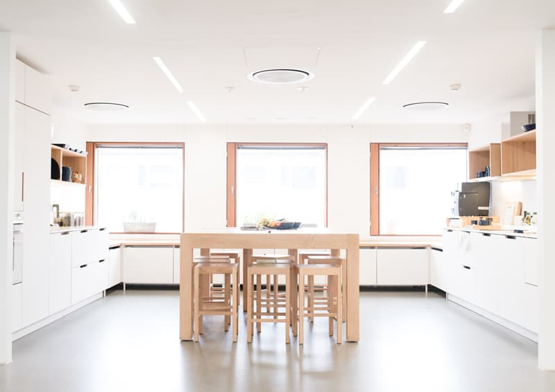 come progettare una cucina per ufficio: idee e soluzioni su misura