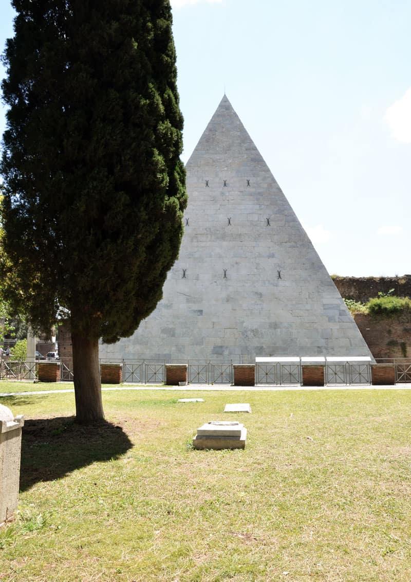 il Cimitero Acattolico di Roma tra arte e poesia