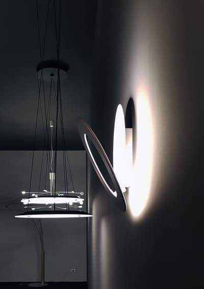 Icone di design di nome e di fatto: la luce come oggetto e materia